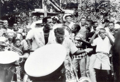 Second line in Algiers, LA with Tuxedo Brass Band (1959): The Creation of Jazz in New Orleans 4